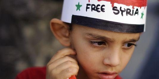 1575135_3_a34c_un-enfant-porte-un-bandeau-syrie-libre-lors